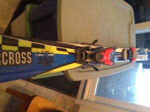 SKI ALPIN JUNIOR ATOMIC + BOTTES ROSSIGNOL 24 : 50$ L'ENSEMBLE