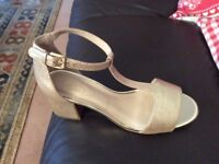 Clarke's shoes leather size 4 gold
