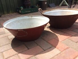 2 x Large Metal Pans