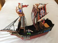 Pirate ship + characters (excellent condition)