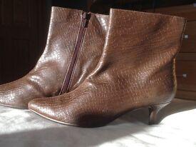 BNWT women's M&S brown, kitten heel boots, size 4 1/2