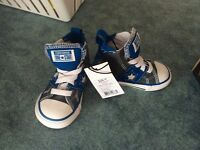 Converse shoes toddler size 5