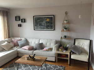 Looking for Female Roommate Very Nice 5/2 near JAC and Mac