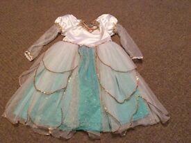 Disney girls dressing up dress size 6 years