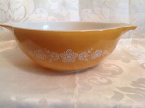 1970's Pyrex Butterfly Gold Yellow Mixing Bowl 444