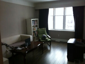 Central Kitchener - Rooms for rent in clean and quiet house Kitchener / Waterloo Kitchener Area image 3