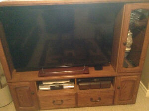 Beautiful Oak TV Hutch-Priced To Sell