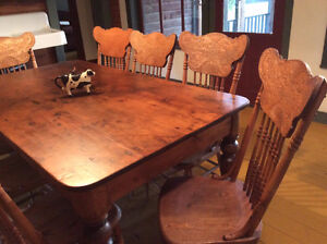 Antique Harvest Table and Chairs Kingston Kingston Area image 4