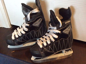 CCM Intruder Kids / Youth Size 8J Skate Like new