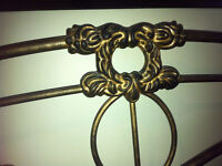 Lit fer forgé/Wrought iron head board