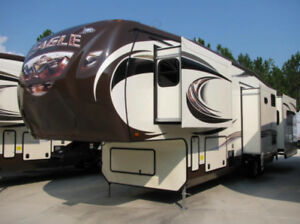 Luxury 5th Wheel in Excellent Condition!