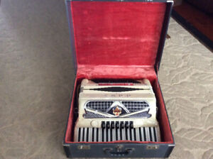 ACCORDION,  MADE IN ITALY, MINT CONDITION