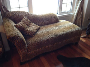 Pendining  sale  on hold  Chaise