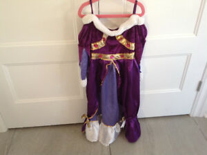 Plusieurs Costumes d'Halloween Fille/ Many Halloween Costumes