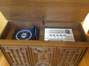 Vintage Record/LP player Console with 8 track & Radio