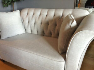 Love seat ! Gorgeous Nuetral light Grey!