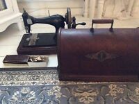 Antique Singer Sewing Machine in great condition with extras 1893