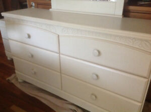 Beautiful, complete girl's bedroom set for sale!!