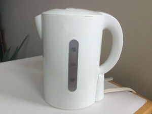 White Kettle With Screen | Amazing Condition