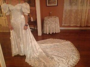 BEAUTIFUL wedding dress size 10