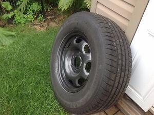 4 pneus Michelin sur jantes en acier avec valve sonde