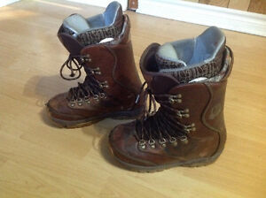 Burton snowboarding boots for women size 7.5 West Island Greater Montréal image 2
