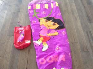 Sac de couchage DORA pour petite fille.