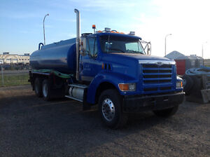 1998 Ford LT9500 water truck