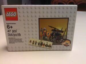 LEGO CLASSIC KNIGHTS MINI FIGURE AND CART EXCLUSIVE 2016
