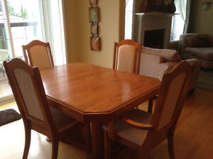 Solid Oak Kitchen Table - Excellent Condition. Top Quality!