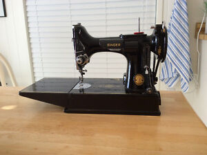 Singer Featherweight Vintage Sewing Machine