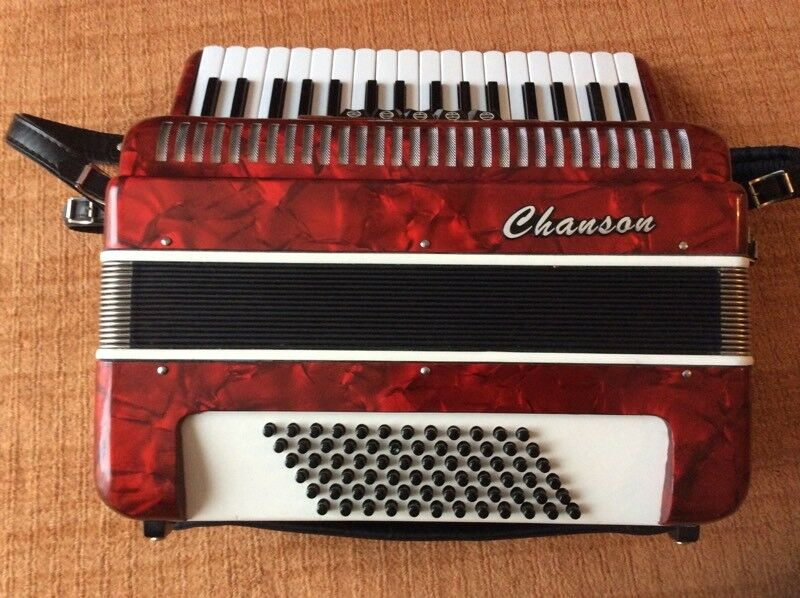 Accordion 72 bass 3 voice