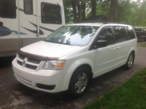 DODGE  GRAND  CARAVAN  STOW N GO 2010