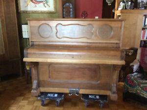 Superbe Beau Petit Piano 1900 Droit à Donner !
