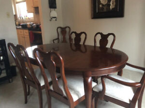 Gibbard Dining Room Table And Chairs