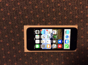 iPhone 5S 32gb, excellent condition with new otter box defender