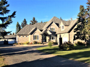 EXECUTIVE HOME FOR SALE ON GRAVEL, WHAT A BEAUTY!