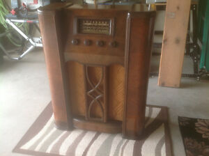 ANTIQUE CROSLEY FLOOR RADIO London Ontario image 2