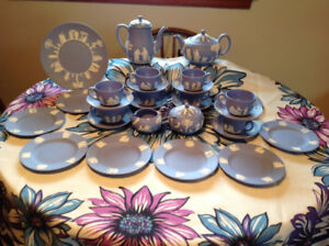 WEDGWOOD BLUE JASPERWARE COMPLETE TEA/COFFEE SERVICE FOR 8