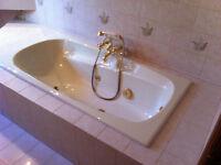Bain tourbillon, lavabos et toilette