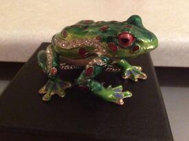 Jewellery frog trinket boxs opens