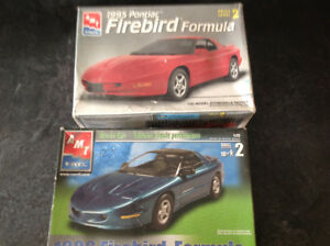 2 Pontiac Firbirds