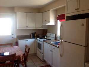 Walking distance to downtown Ottawa, 2 BR apartment Hull, Aug 1