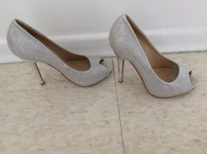 Very Elegant prom silver shoes size 6