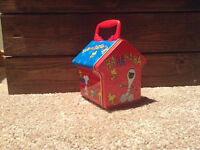 Snoopy Tin Metal dog house case with plastic handle