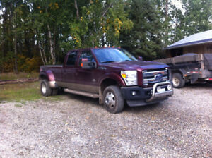 2011 Ford E-350 King ranch Pickup Truck