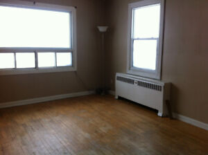 1 Bedroom Apartment - Fisher Street - Available October 1, 2019