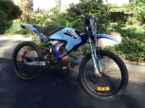 """A 6 speed 20"""" Hyper games Moto bike with front and rear shocks"""