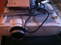 **URGENT** Projector TV Panasonic New For Sale with STAND! Suivr