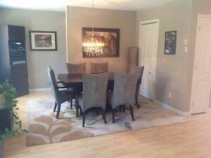 Superbe logement style condo sur 2 étages, * mois août gratuit *